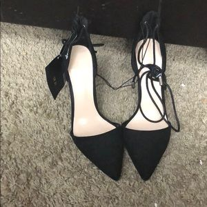 Classy closed toe heels (lace up)